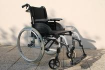 FAUTEUIL ROULANT « Invacare Action4 »